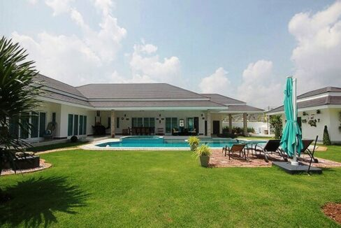 01 Luxury Pool Villa, 5 Bedrooms & Guesthouse