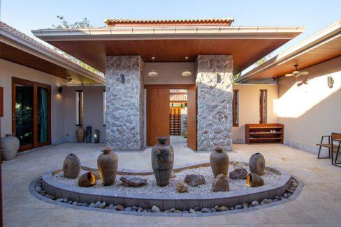 03 Gorgeous villa entrance