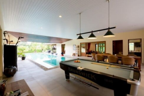 15 Covered outside entertainment area