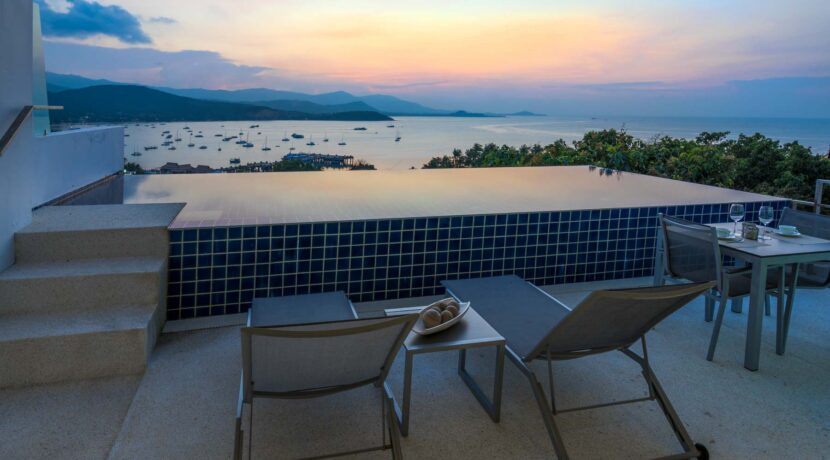 16D Large furnished balcony