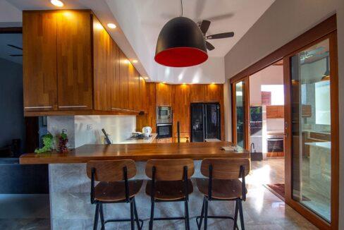 20 Dining isle next to kitchen