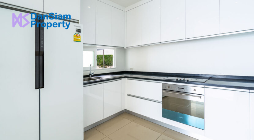 20 Fully fitted modern kitchen
