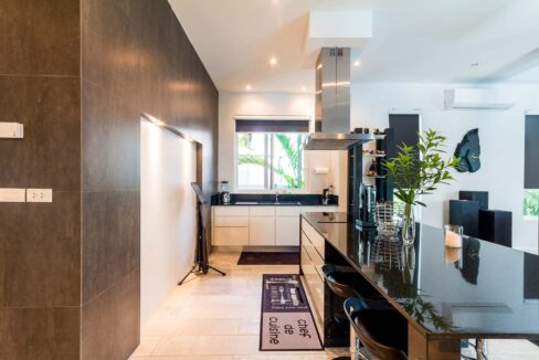 25 Fully fitted ultra-modern design kitchen