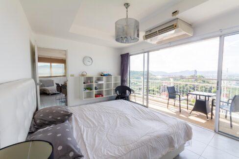 32 Master bedroom