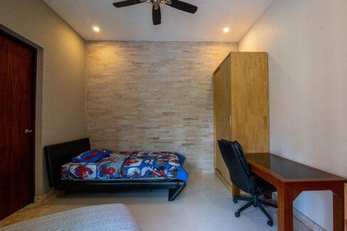 43 Bedroom#5 (with ensuite bathroom)
