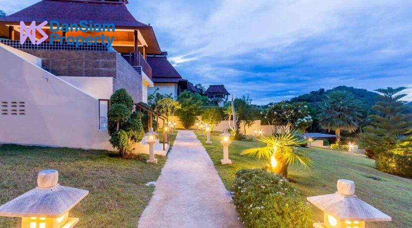 81C Villa by nightfall