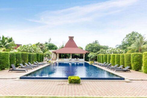 97 Panorama Communal pool