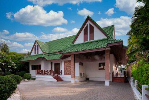 04B Villa entrance