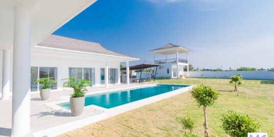 Brand new 5-Bed pool Villa in Hua Hin on Large Land Plot