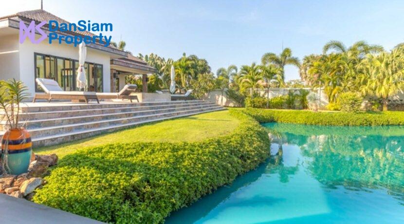 01 Luxury Bali-style pool villa