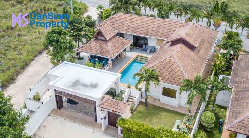 01 Thai Bali Pool Villa