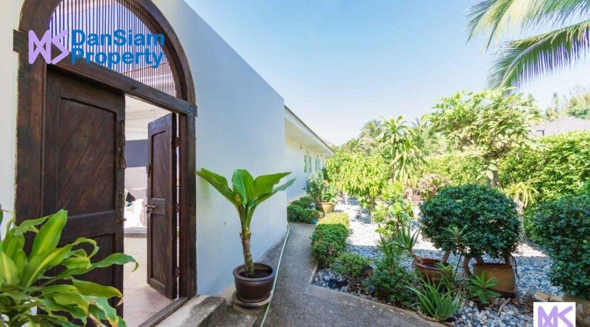 03 Villa Entrance