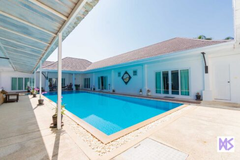04B Villa shaped around large pool