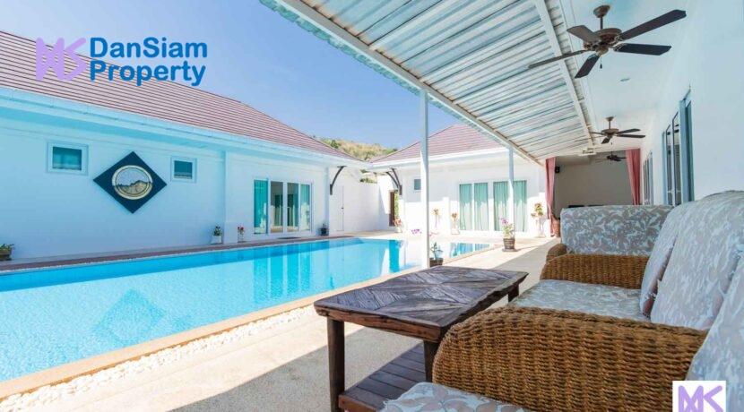 04C Villa shaped around large pool