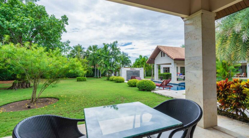 04D Gorgeous outside living space