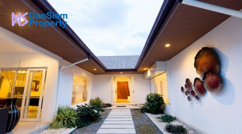 05A Villa entrance