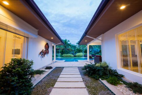 05B Villa entrance