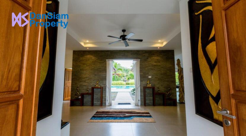 06A Entrance hall