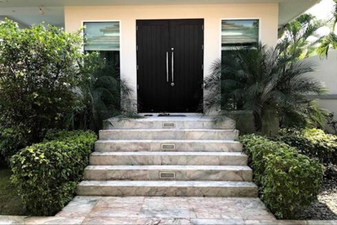 07 Villa entrance