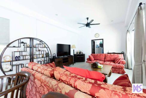 12 Spacious main living room