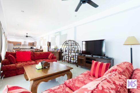 13 Spacious main living room