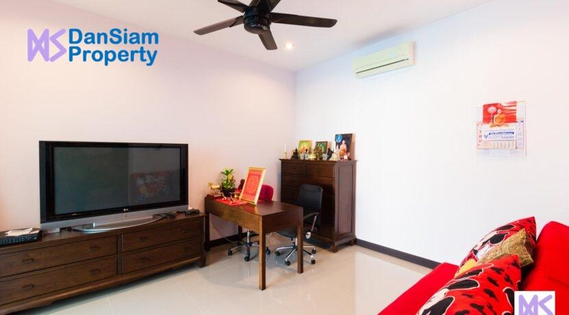 14 Additional living room