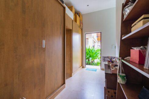 32 Large walkin closet