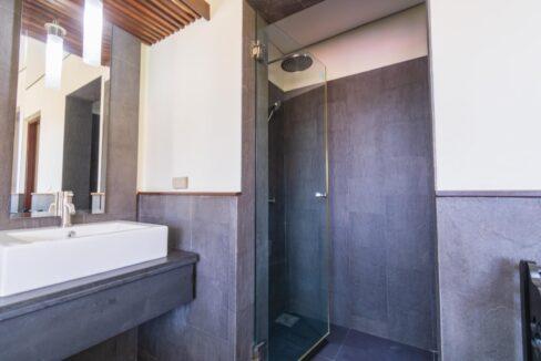 46 Ensuite bathroom#2