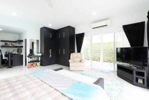 51 Large bedroom#3