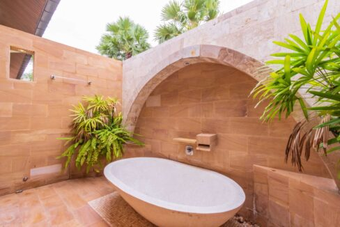 70 Outside shower with bathtub