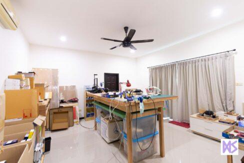 70 Workshop room