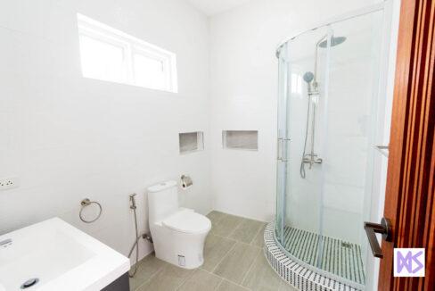 75 Guesthouse bathroom