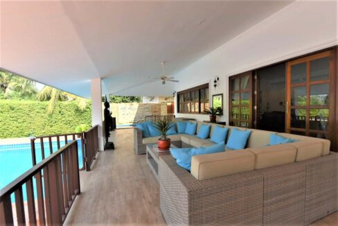 04B Large fully covered terrace
