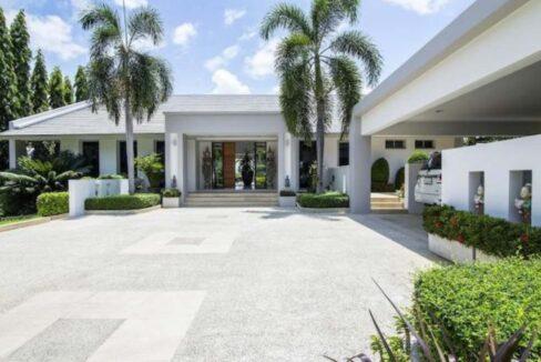 06 High Standard Modern Golf Villa