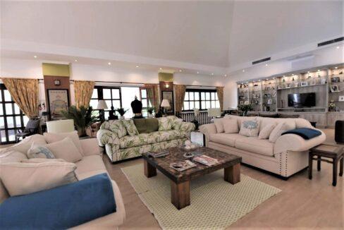 11B Spacious living-dining lounge