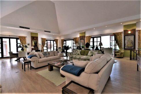 11C Spacious living-dining lounge