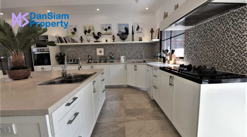 25C Fully fitted EU style kitchen