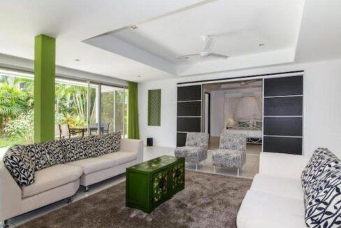 31 Master bedroom suite