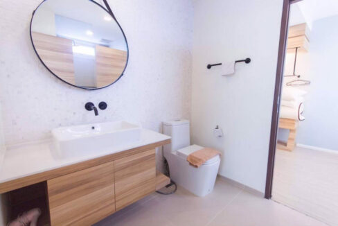 35 Shared bathroom