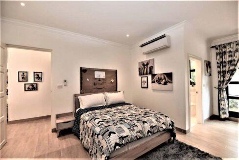 40 Large bedroom #2 (Mainhouse)