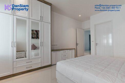 51 Large bedroom #3