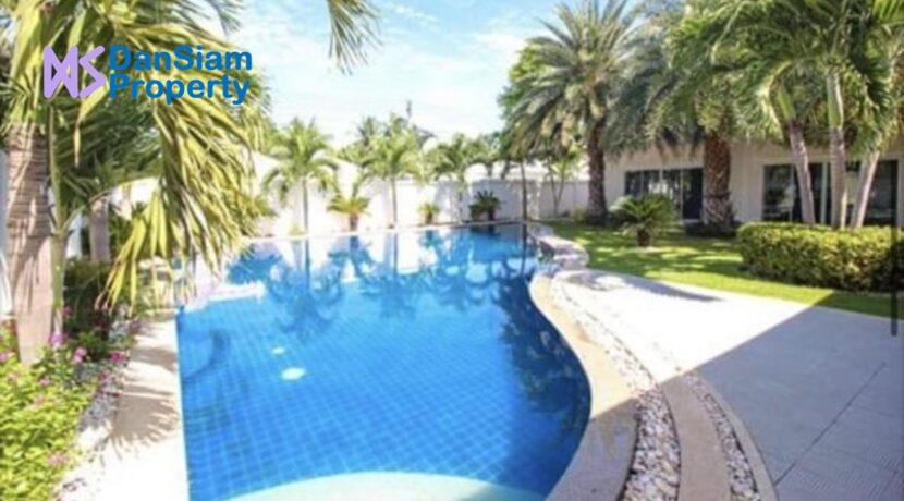 03 Large Lees1 pool villa