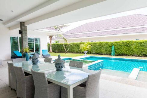 03A Large covered furnished terrace