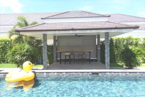 05 Sala next to pool