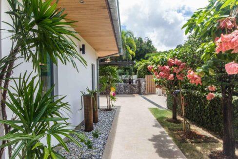 06D Villa entrance