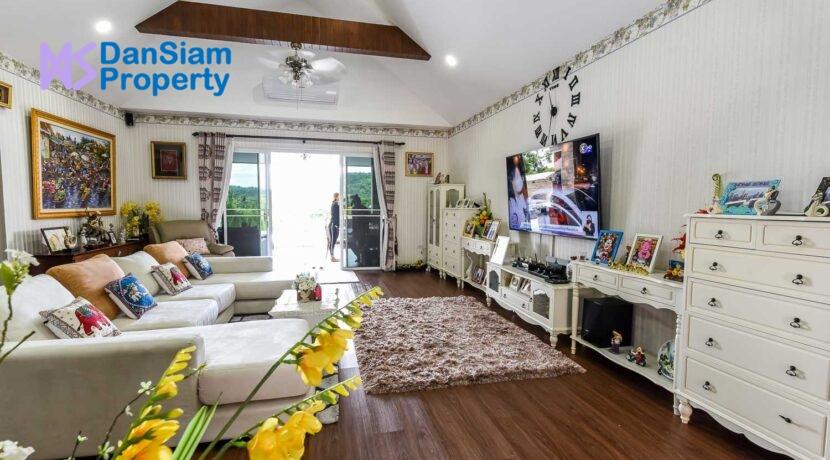 11 Spacious living room