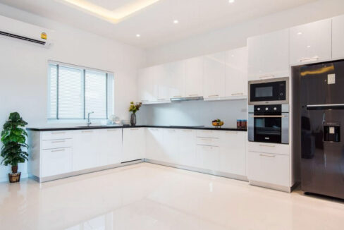 20 Fully fitted EU style kitchen