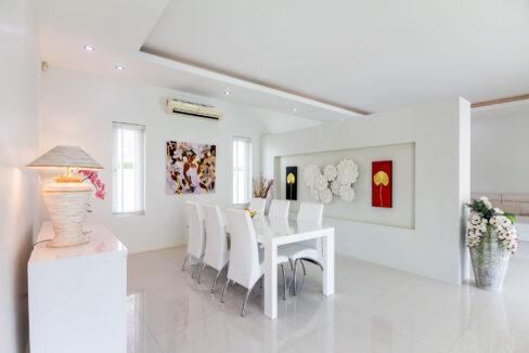 20 Spacious living-dining lounge