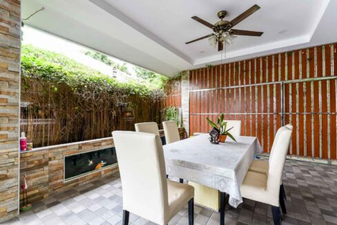 21 Outside dining area