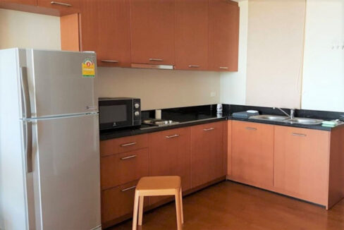 25 Fullu fitted open kitchen